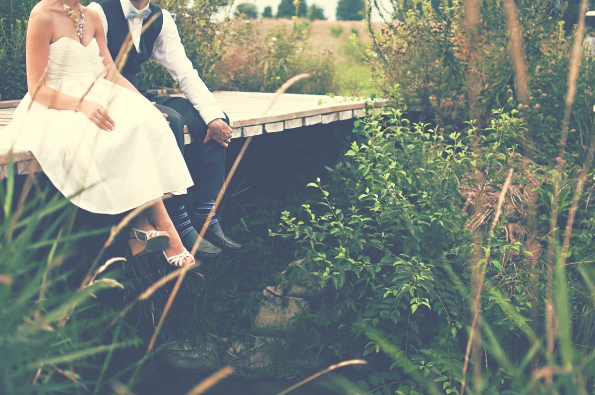 Two Biggest Pros and Cons of an Outdoor Wedding