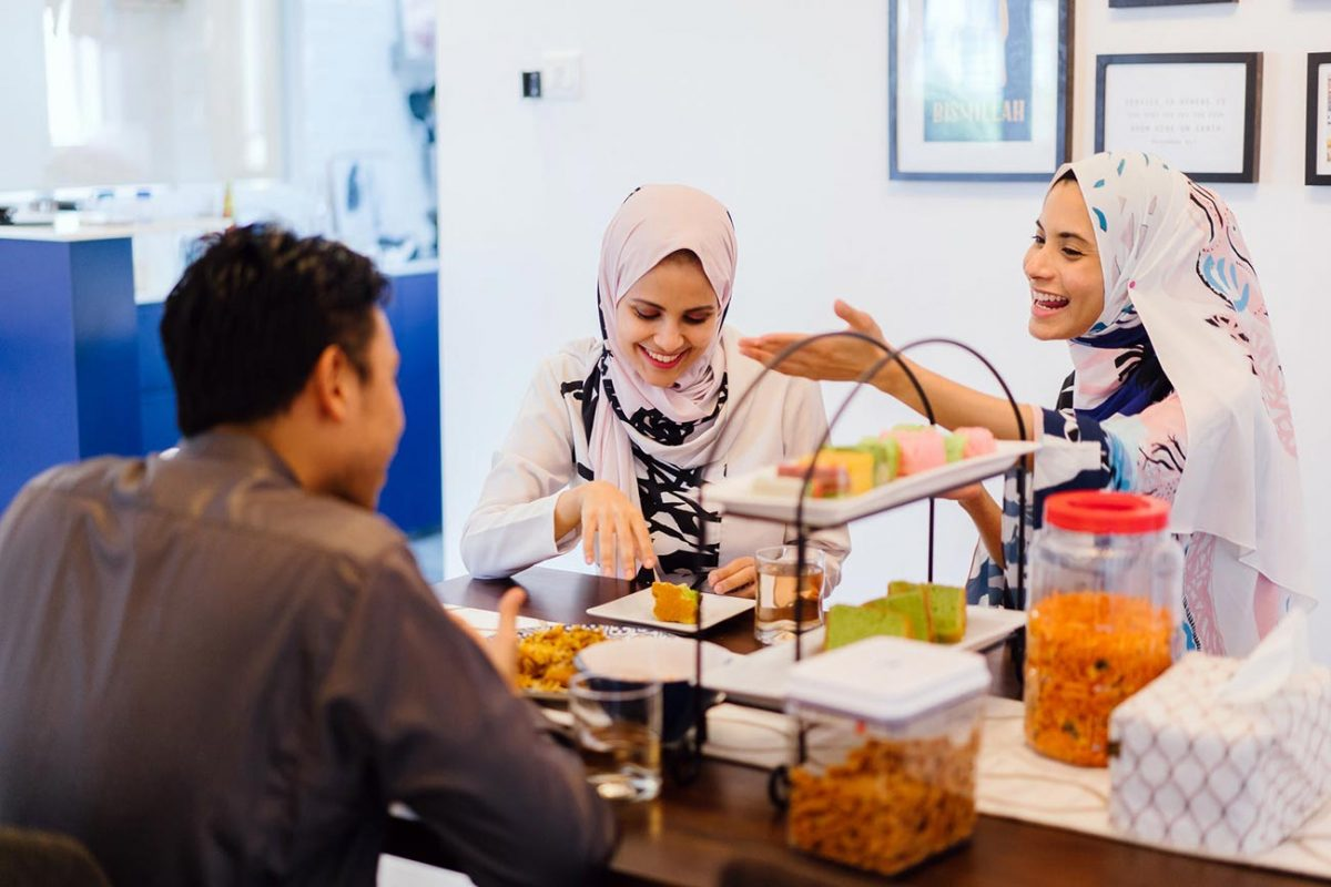 Planning to Host Muslim Guests at Your Next Dinner? Follow These 3 Tips to Ensure They'll Be Having a Great Time