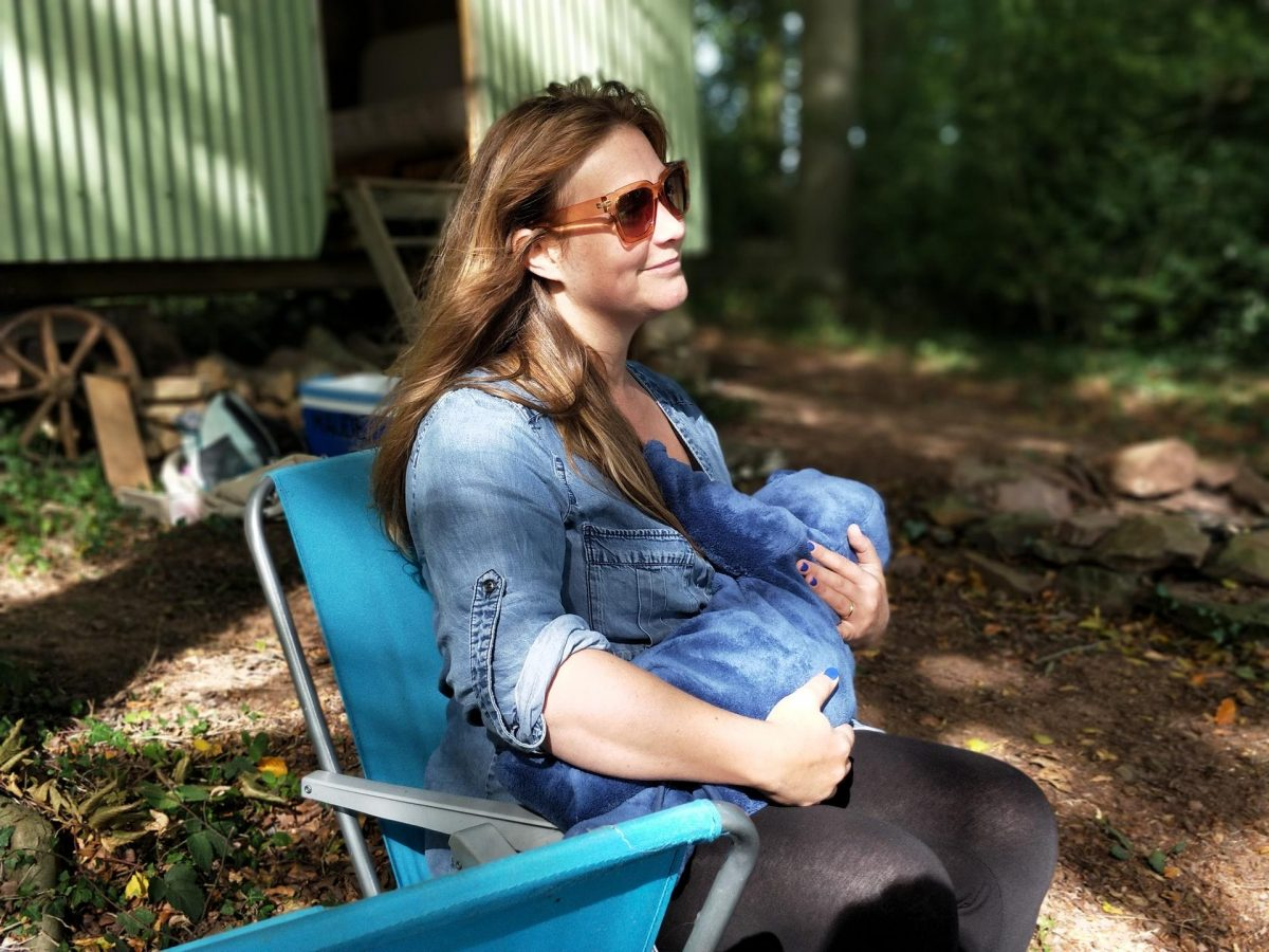 6 Quick Tips to Feel Comfortable Nursing Your Baby in Public